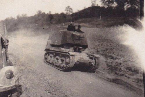 Befehlspanzer Renault R 35 mit MG 34 Kugelblende.jpg