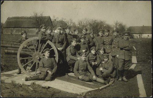 Na froncie polsko-ukraińskim pod Lwowem. 3 Bateria 7 Pułku Artylerii Lekkiej (PAL) pod dowództwem L. J. Horodeckiego.jpg