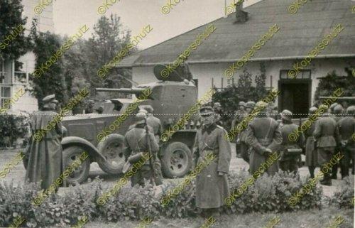 Gebirgs-Nachrichten-Abteilung 67, russ. Panzerspähwagen in Komarno.jpg