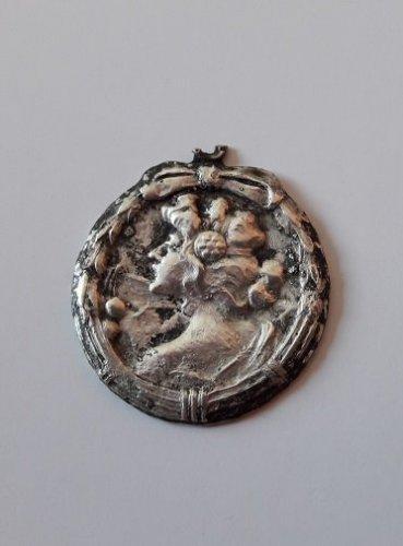 medalion po elektrolizie.jpg