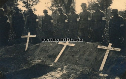 Beerdigung 10.PD Soldaten Friedhof BREST-LITOWSK Polen 1939 Sanitäter.jpg