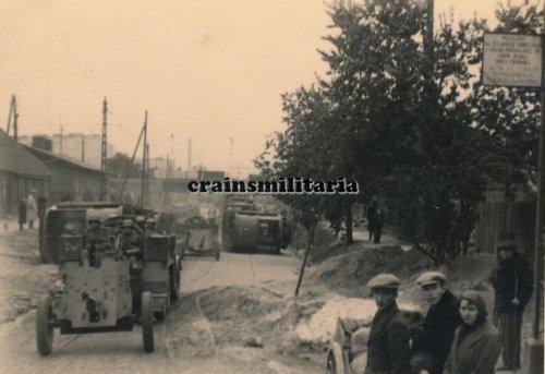 Einmarsch 1.Pz.Div. in zerstörtes WARSCHAU Polen 1939 Strassenbahn.jpg
