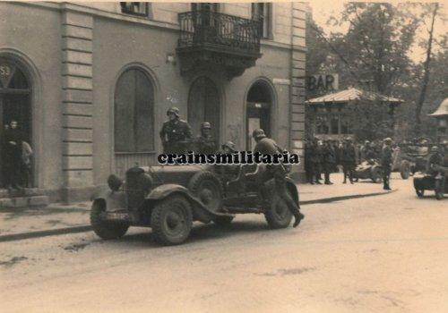 Einmarsch 1.Pz.Div. Kübelwagen Wanderer W11 in WARSCHAU Polen 1939.jpg