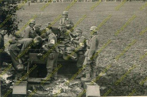 Gebirgs-Nachrichten-Abteilung 67, zerstörter polnischer Panzer.jpg