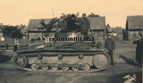 Panzer I Tank der 10.PD m. Panzermänner Kennung in Polen 1939.jpg