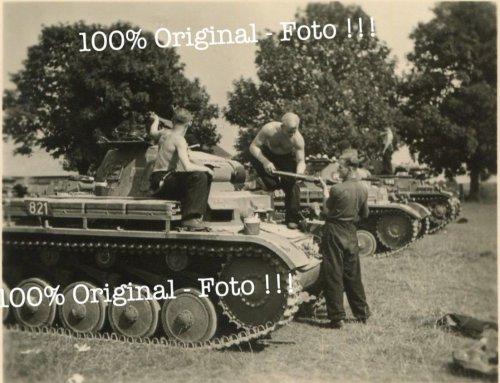 Panzer Rgt. 35 Polen - Feldzug 1939 deutscher Panzer 2 Turmnummer 821.jpg