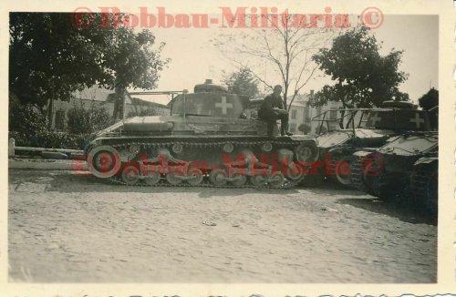 Radom Panzerkampfwagen 35(t) Funk Rahmenantenne weißes Balkenkreuz.jpg