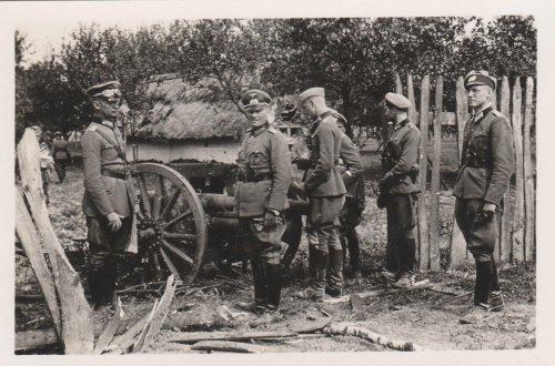 Panzergeneral Georg-Hans Reinhardt, polnisches Geschütz.jpg