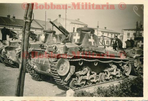 Radom Panzerkampfwagen 35(t) Funk Rahmenantenne weißes Balkenkreuz_0.jpg