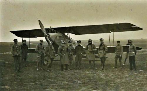 Halberstadt CL-II 03.05.1919 r. pod śmigłem sierż.pil. Antoni Bartkowiak w haubie ppor.pil. Józef Mańczak dca 14.EW.png