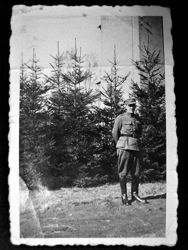 lek.ppor.rez. E.Kołodziejski zdj. z obozu Sandbostel lub Doessel.JPG