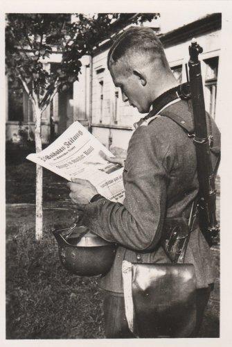 Polenfeldzug, nach dem Kampf, lesen der Soldaten-Zeitung.jpg