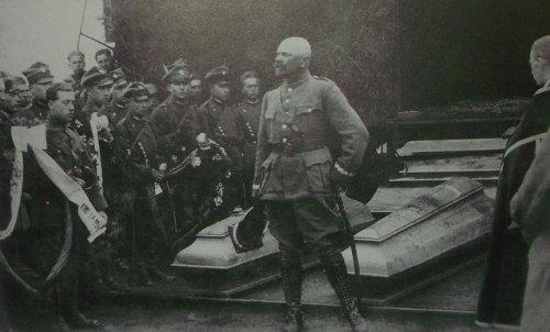 1920 gen danie konarzews pogrz brci moszczenskich.JPG