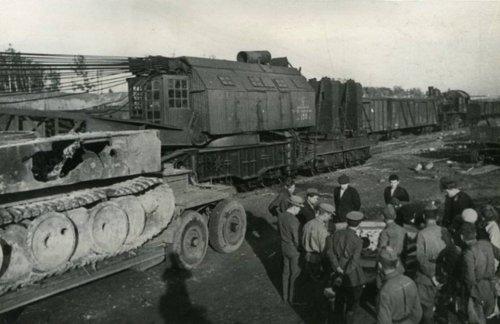 Tiger I na poligonie w Rosji zlomowany 1948.jpg