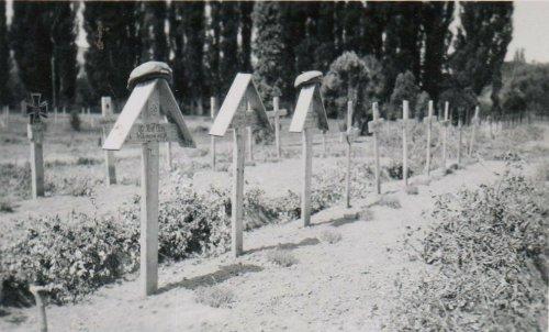 Soldatengräber 3 Sturmgesch. Abt. 197 Panzer Sturmgeschütz.jpg