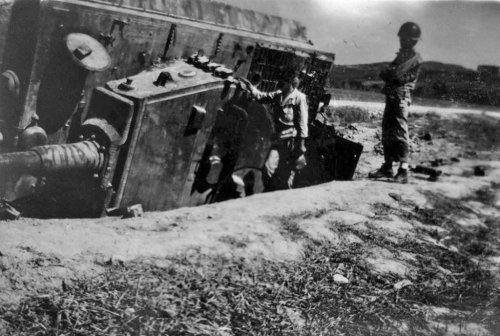 Tiger I z s.Pz.Abt. 504 zniszczony w rejonie Saliny Wlochy 7.1944.jpg