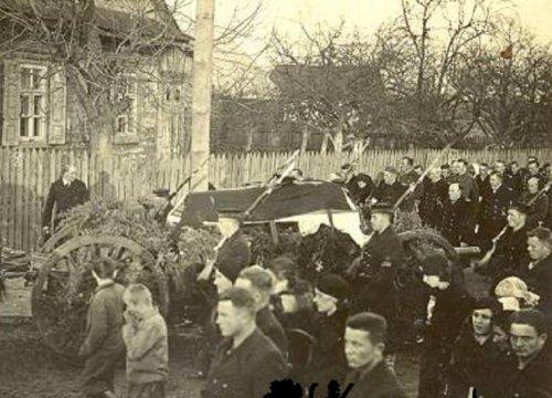 pogrzeb mar 1.JPG
