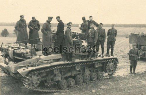 Panzer III Befehlswagen vor Siemiatycze Polen 1939.jpg