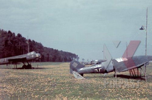 german-fake-dummy-planes-in-french-field-1942.jpg