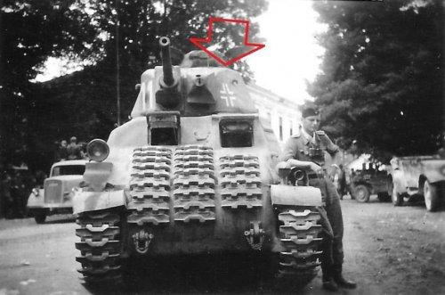1944 Jäger Btl Kroatische 373 Bandenkampf Beute Panzer Somua S 35.jpg