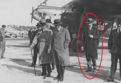 Przylot premiera Jedrzejewicza z Rumunii.jpg