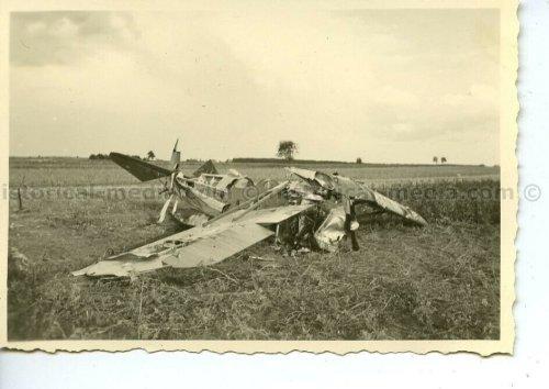 ZERST. POLN. FLUGZEUG IN DORF ANNAPOL POLEN 1939.jpg