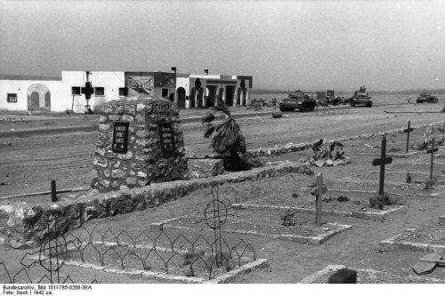823764171_Bundesarchiv_Bild_101I-785-0268-38A_Nordafrika_Soldatenfriedhof.thumb.jpg.2b22211d89b3eefcef3a9440eef74efa.jpg