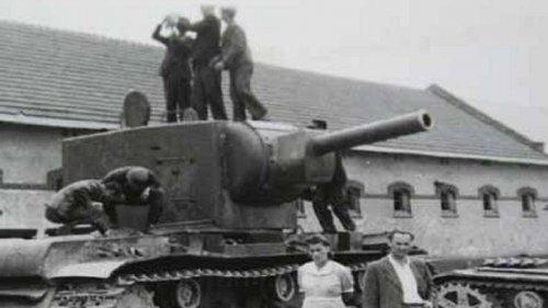 tank kw2 c.JPG