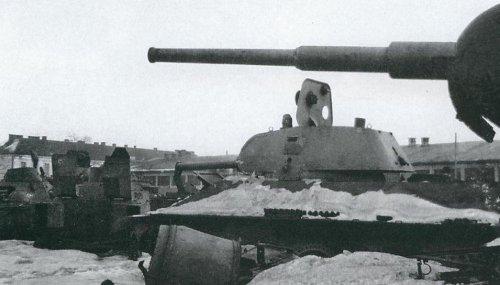 tank na zlomowisku.JPG