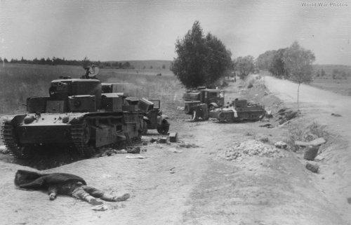 T-28_1941_Lemberg.jpg