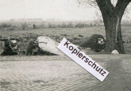 polnisches-Flugzeug-bei-Zakroczym.jpg