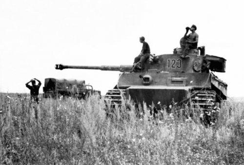 Tiger I z Schwere Panzer-Abteilung 503 pod Kurskiem6.jpg