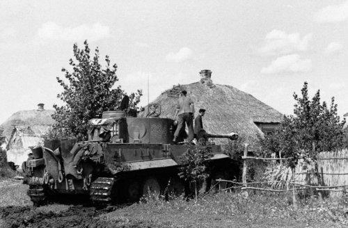 Tiger I z Schwere Panzer-Abteilung 503 pod Kurskiem5.jpg