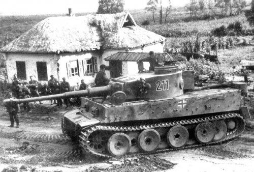 Tiger I z Schwere Panzer-Abteilung 503 pod Kurskiem4.jpg