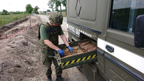 z25072639Q,Lipnik--gmina-Kije--Patrol-saperski-usuwa-pociski-.jpg