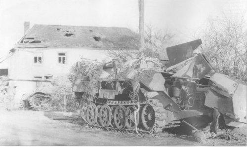 SdKfz 251-17 rozbity.jpg