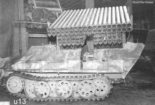 13 SdKfz_251_Ausf_D_with_calliope_rocket_launcher.jpg