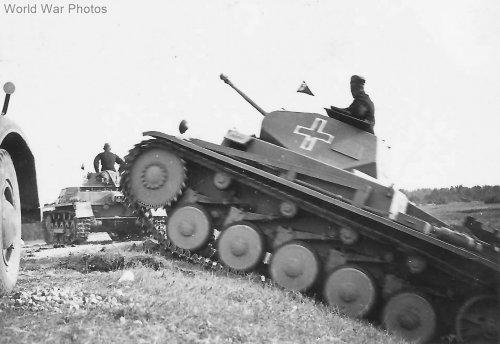 Panzer_II_3_P_Zambrow_1939.jpg