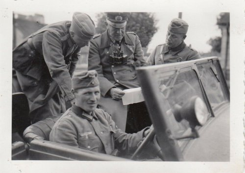 1939 Polen WH Inf.Rgt.66 General Otto im Gefecht im Kübelwagen in Brozna.jpg