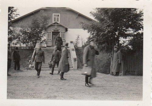 1939 Polen WH Inf.Rgt.66 Offizier u.General Otto in Berokomna Unterkunft.jpg