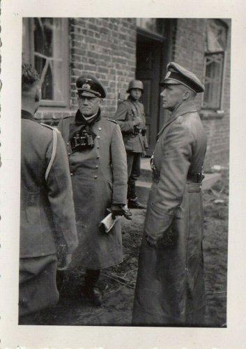 Vor Lublin 1939 Polen General Otto und Oberst Herr Inf.Rgt.66 im Divisionsstab.jpg