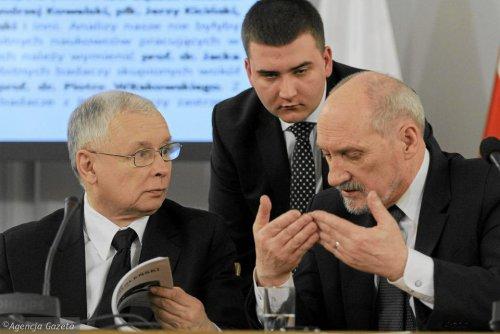 z24537342V,Prezes-PiS-Jaroslaw-Kaczynski-i-przewodniczacy-Ant.jpg