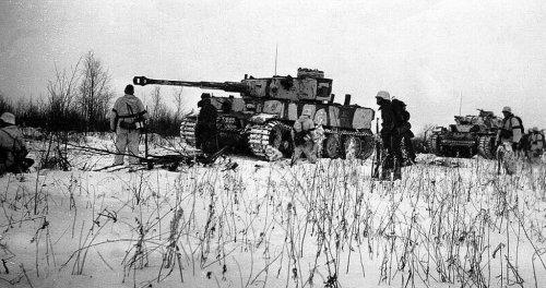 Tiger-and-Pz-III_zpsrmjv8mfl.thumb.jpg.852c955adfce11414766369d1f79f5a0.jpg