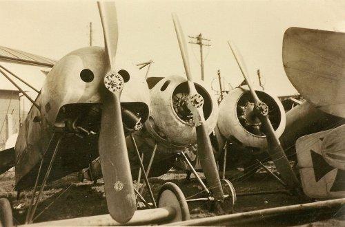 bc3b6blingen-deutsches-luftfahrt-museum-abtransport-berlin-1935-04-17-4-fokker-dr1-siemens-di-fokker-dv.jpg