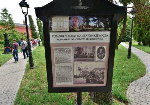 Pomnik_Sokratesa_Starynkiewicza_w_Warszawie_Zespół_Stacji_Filtrów_2017a.jpg