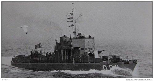 Chasseur de sous-marins N°11 'Boulogne' avec son numéro FNFL Q 011 en 1941 -1942.jpg