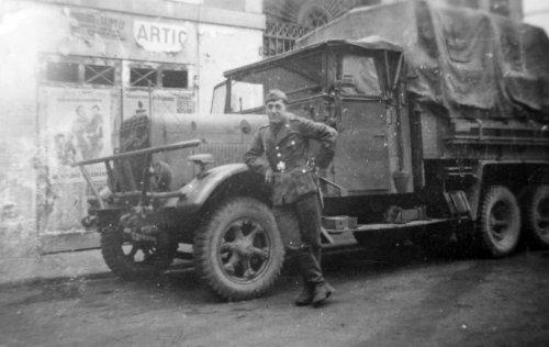 Henschel_33_Luftwaffe_truck_France_1940.jpg