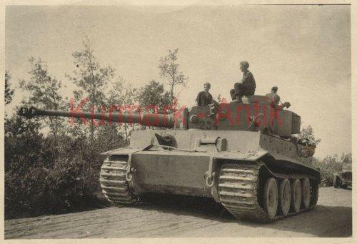 Wehrmacht Panzer Tiger Russland Front combat Nummer 234.jpg