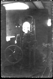 Arch. 2034 Fotografia wnętrza wieży artyleryjskiej pociągu pancernego.jpg