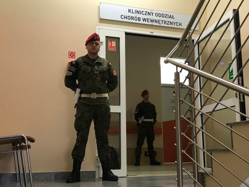z25665443V,Szpital-Wojskowy-we-Wroclawiu--Wejscia-na-pietro--.jpg